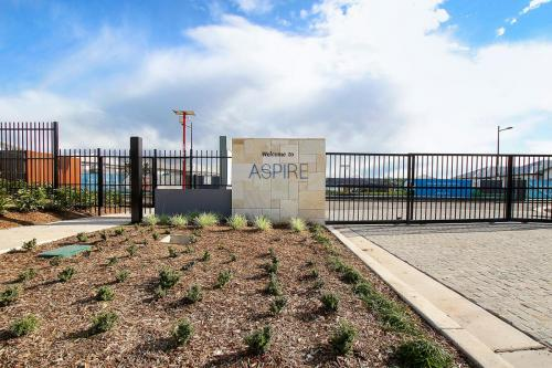 Stocklands-Aspire-front-gate