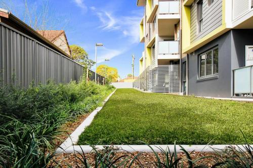 Wentworth-Housing-St-Marys-garden